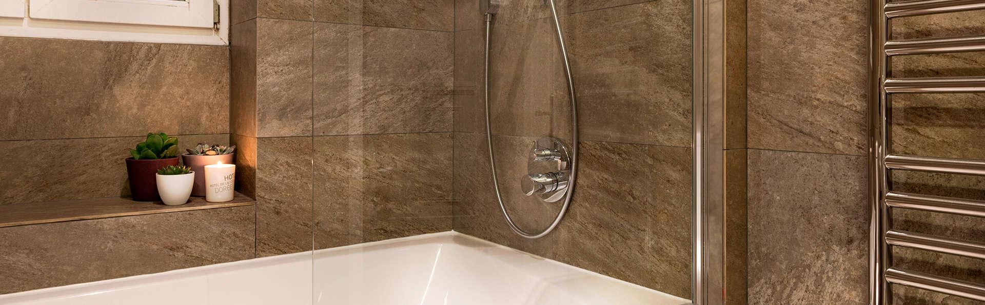 Hôtel Porte Dorée - Edit_Bathroom3.jpg