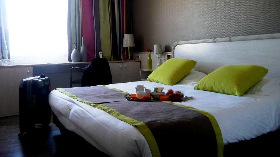 Hôtel Princes de Catalogne - Edit_Room3.jpg