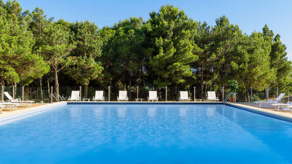Hôtel Pullman Marseille Provence - EDIT_Pool_2.jpg