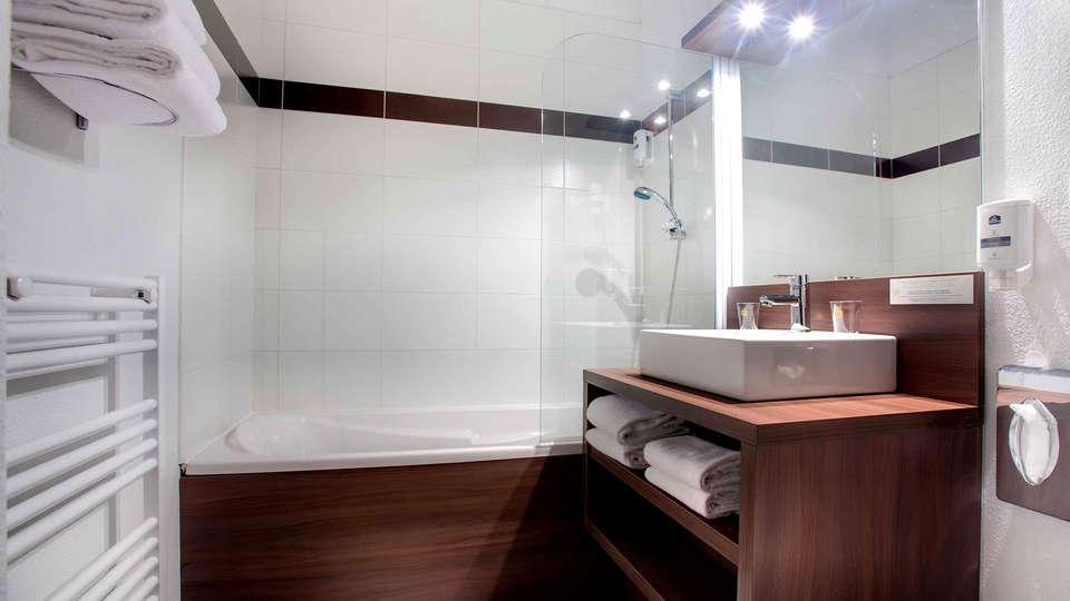 Vacancéole - Résidence Grand Massif - Edit_Bathroom4.jpg