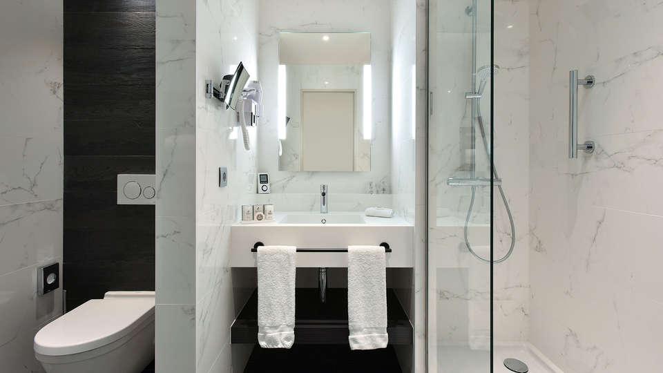 Martin's Grand Hotel - EDIT_NEW_Bathroom3.jpg