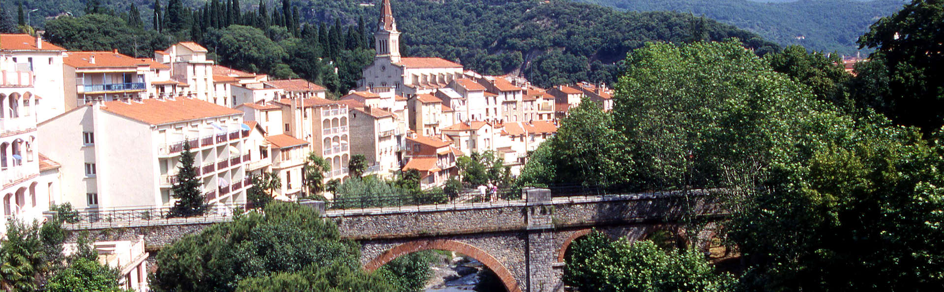 Week-end entre mer et montagne près de Perpignan ( avec vue sur la rivière)
