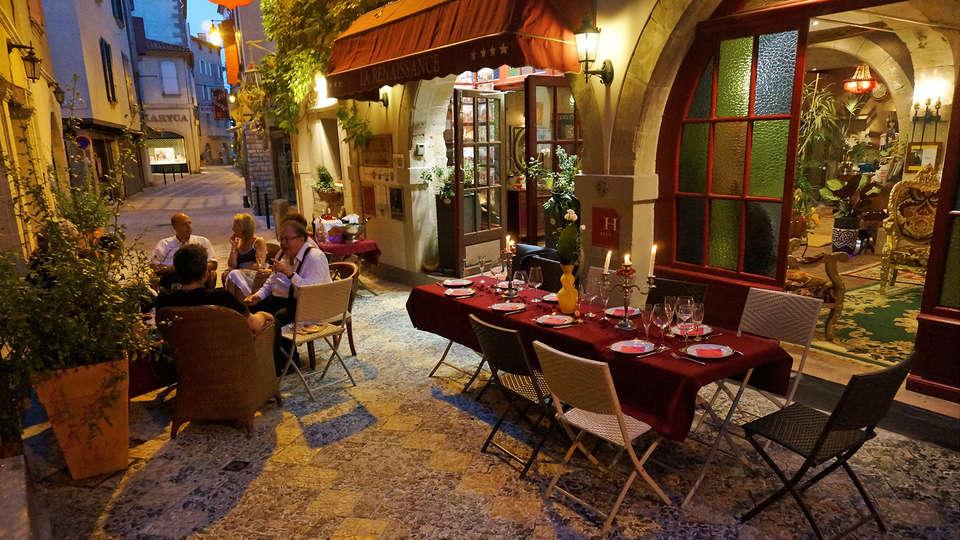 Hôtel Renaissance à Castres - EDIT_terraza_1.jpg