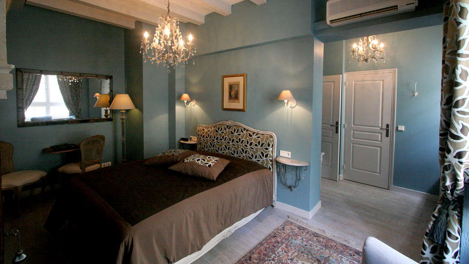 Hôtel Saint Pierre  - Edit_Room3.jpg