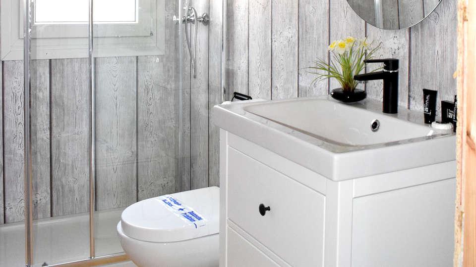 Alannia Guardamar Resort - Edit_Bathroom.jpg