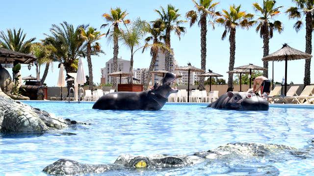 Escapada familiar en Bungalow Creta: piscina con toboganes, sol y las playas de la Costa Blanca
