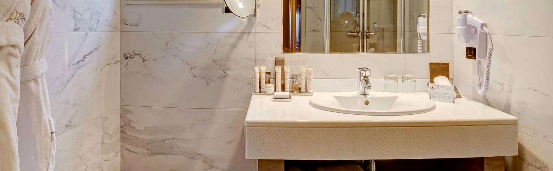 Hôtel Villa Florentine - Edit_Bathroom3.jpg