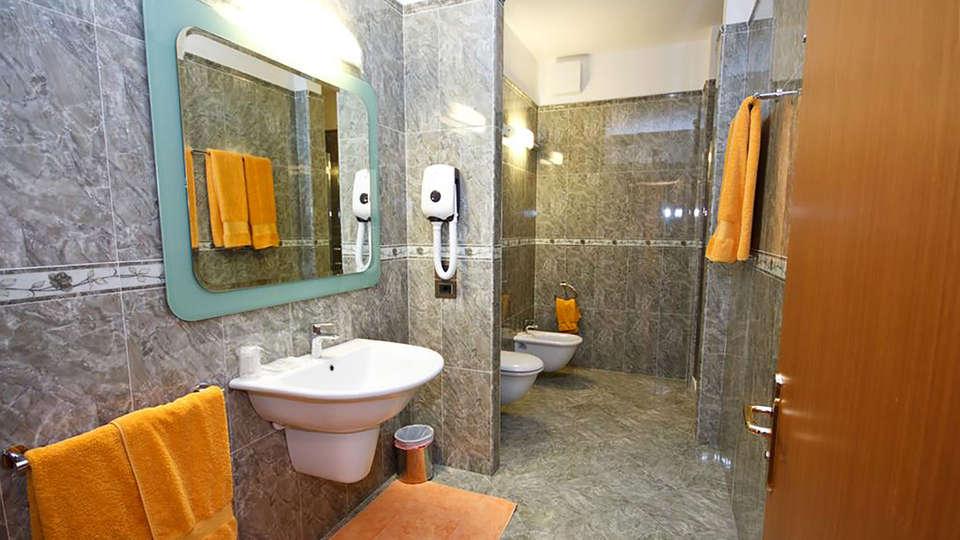 Hotel Panoramic - Edit_Bathroom3.jpg