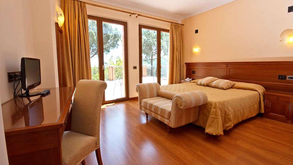 Hotel Panoramic - Edit_Room5.jpg