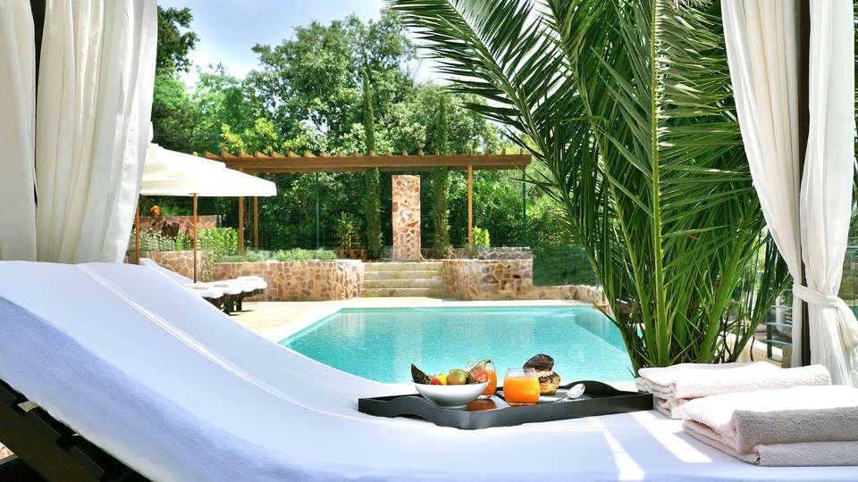 Hôtel Tiara Yaktsa - EDIT_Pool_1.jpg