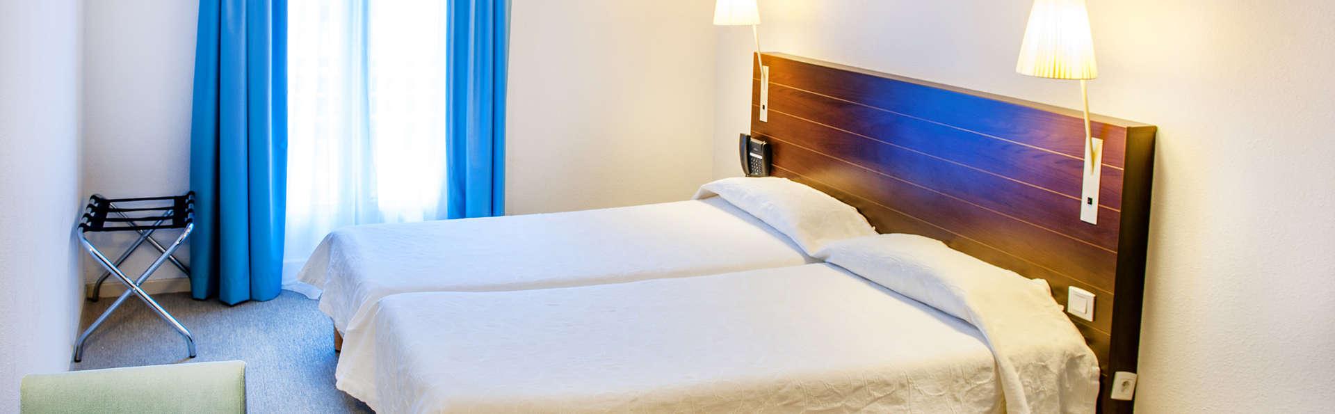 Hôtel-Résidence Saint Jean - Edit_Room3.jpg