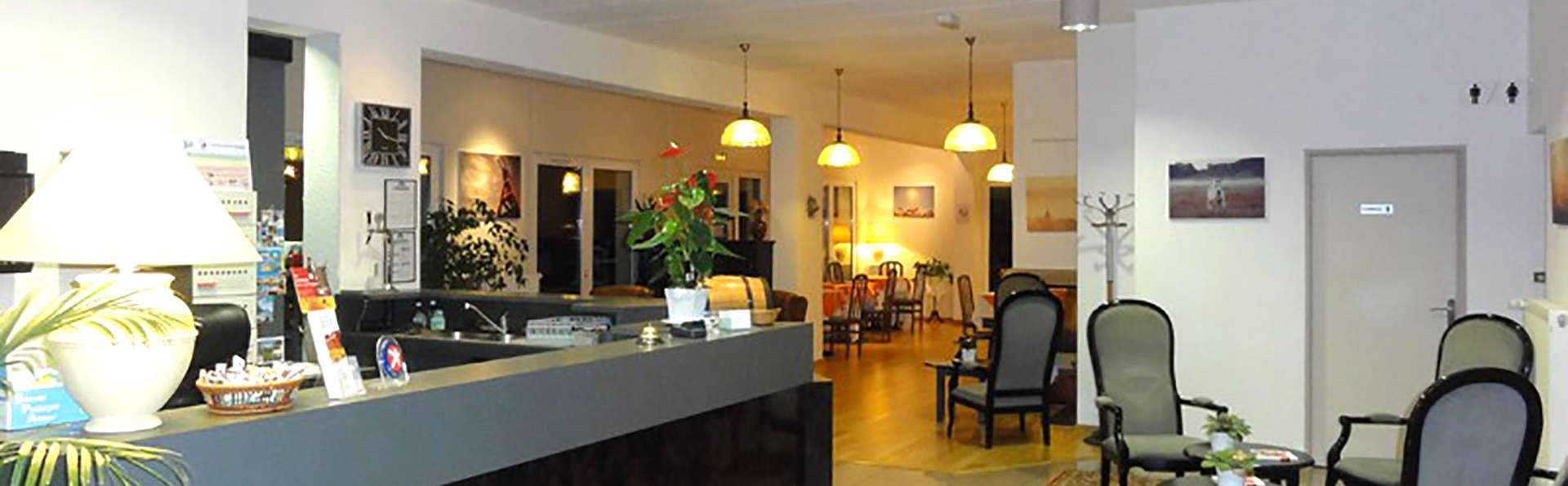 The Originals City, Hôtel Aster, Saint-Avold Nord (Inter-Hotel) - Edit_Reception.jpg