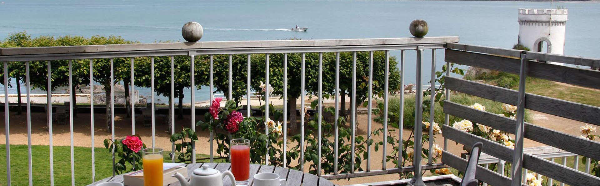 Le Grand Hôtel des Bains, The Originals Relais (Relais du Silence) - Edit_terrace3.jpg