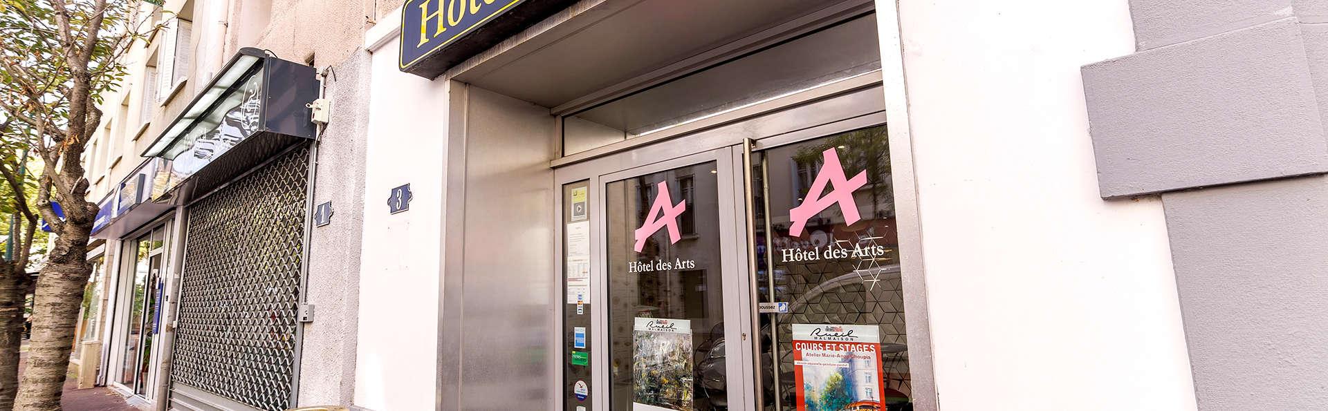 Hôtel des Arts - Edit_front.jpg