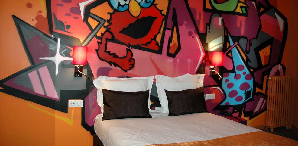 inter hotel montlu on de l 39 univers 3 montlu on frankrijk. Black Bedroom Furniture Sets. Home Design Ideas