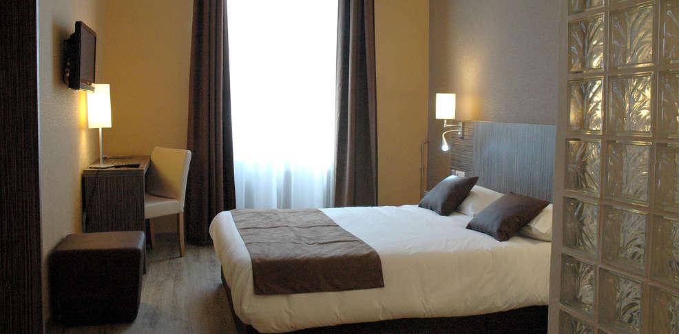 inter hotel montlu on de l 39 univers 3 montlu on france. Black Bedroom Furniture Sets. Home Design Ideas