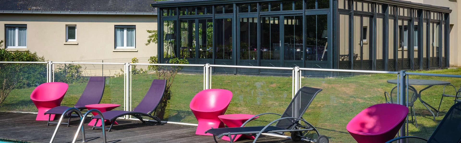 The Originals City, Hôtel La Saulaie, Saumur Ouest (Inter-Hotel) - Edit_Terrace.jpg