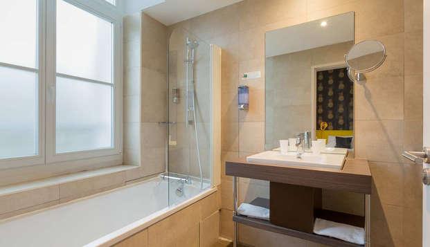 Best Western Hotel Marseille Bourse Vieux Port by HappyCulture - bathroom