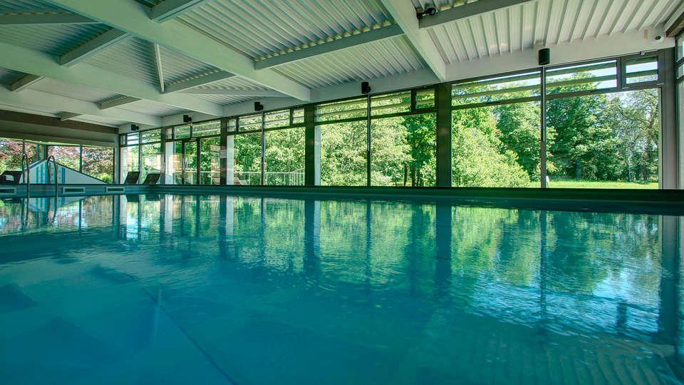 Najeti Hôtel Château Tilques  - edit_pool2.jpg