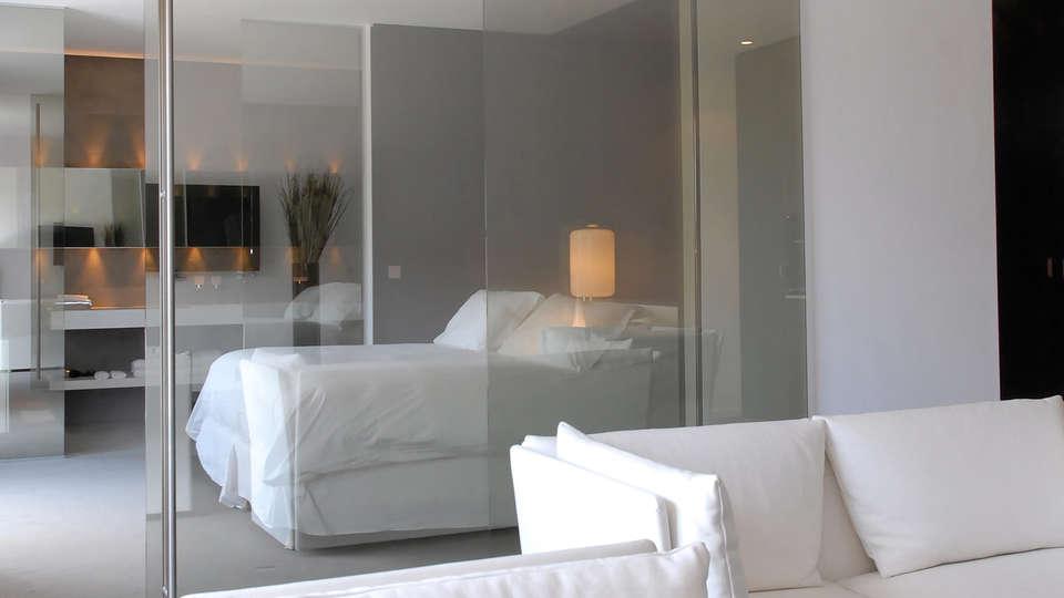Hôtel b design & Spa - edit_room4.jpg