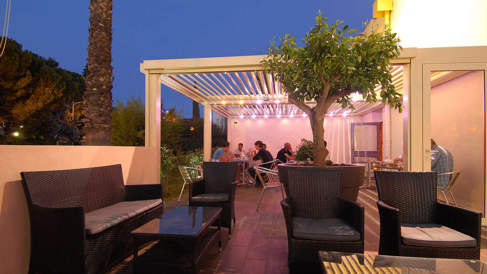 The Originals City, Hôtel Costières, Nîmes (Inter-Hotel) - Edit_Terrace.jpg