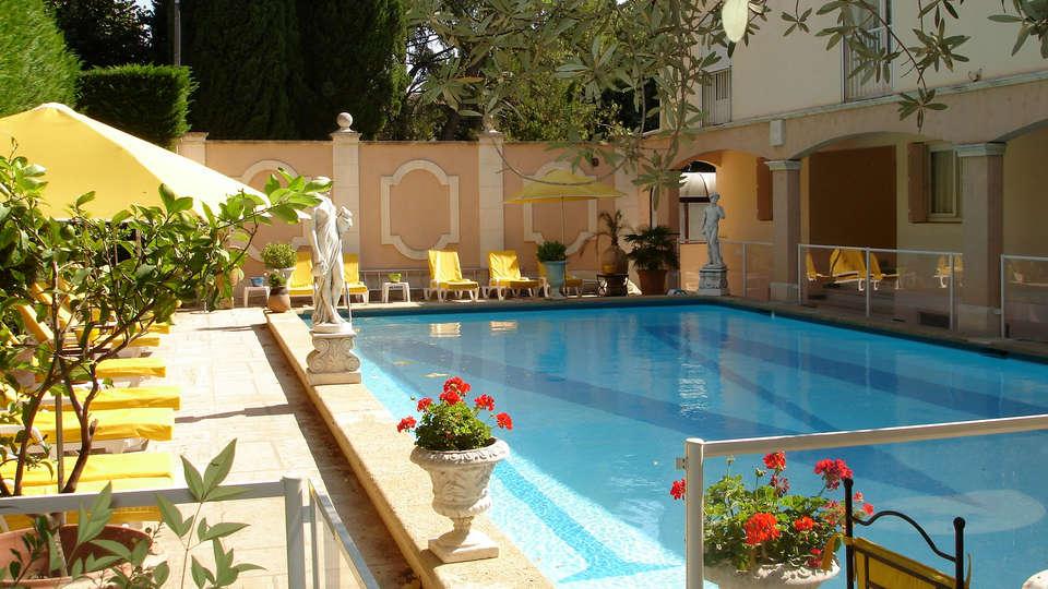 Hotel The Originals Arles Mireille (ex Inter-Hotel) - Edit_Pool.jpg