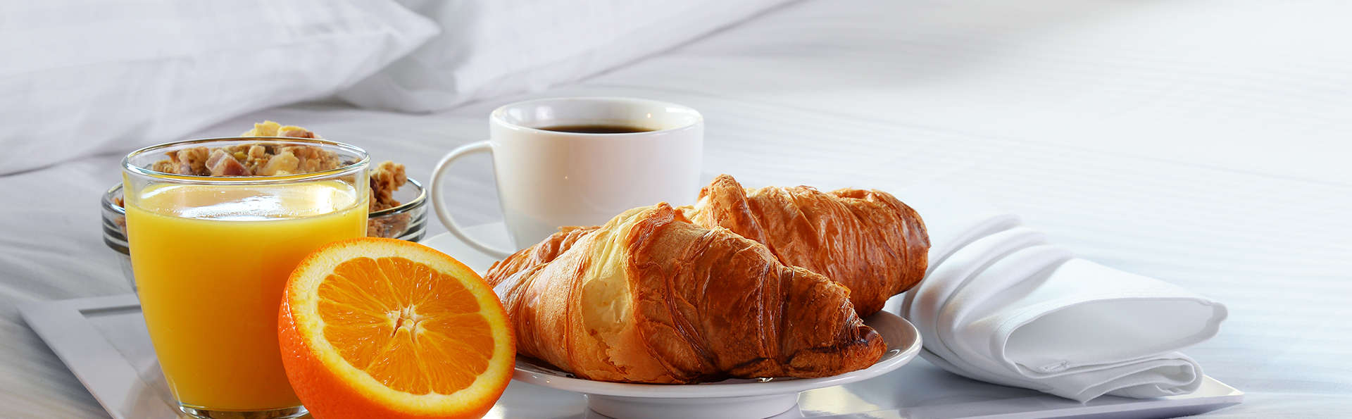 Petit-déjeuner au lit pour amoureux près de Bruxelles