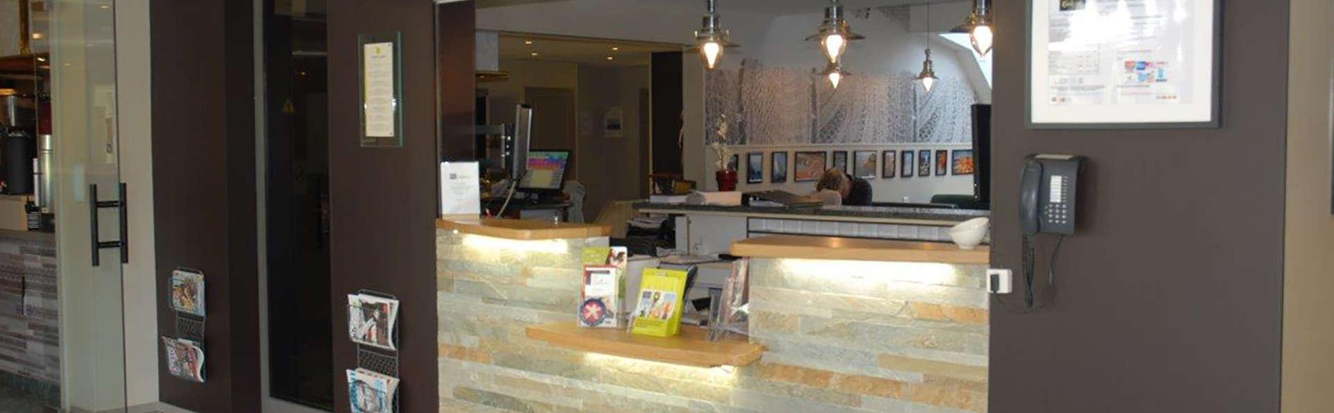 INTER-HOTEL Saint-Brieuc Nord Au Chêne Vert - Edit_Reception.jpg