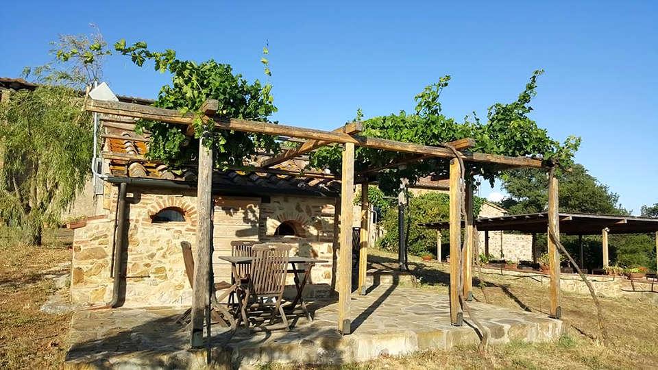 Agriturismo Casa Montecucco - Edit_Terrace3.jpg