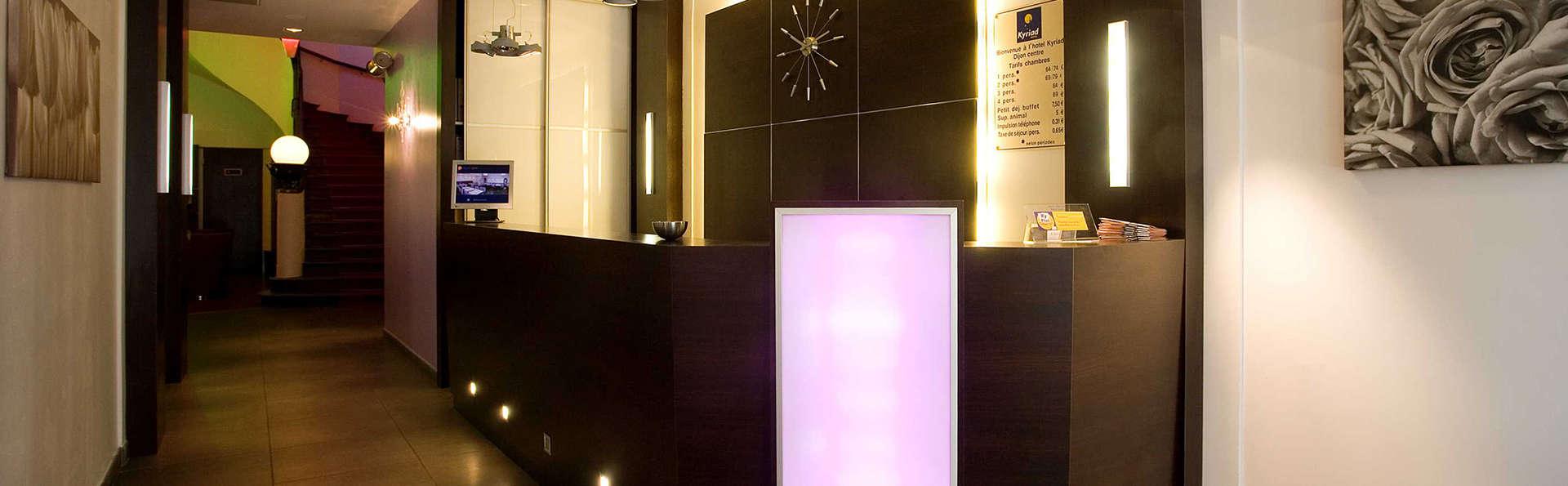 Kyriad Prestige Dijon Centre - Edit_Reception.jpg