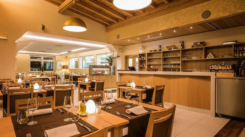 Hotel Le Bon Repos - Edit_Restaurant4.jpg