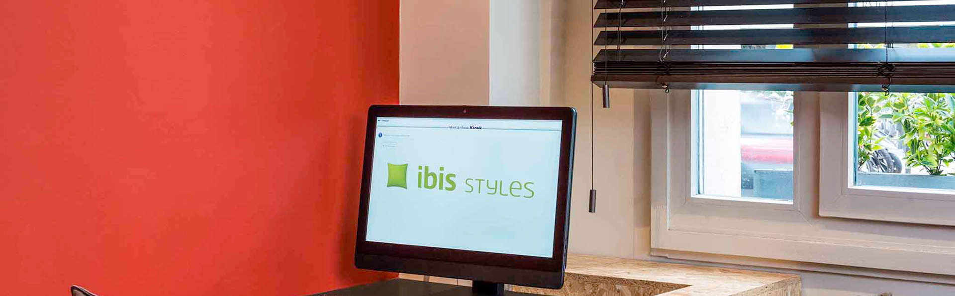 Ibis Styles Paris Boulogne - Edit_Reception.jpg
