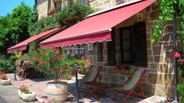 Escapada con cena a una región de viñas en un hostal cerca de Collonges-la-Rouge