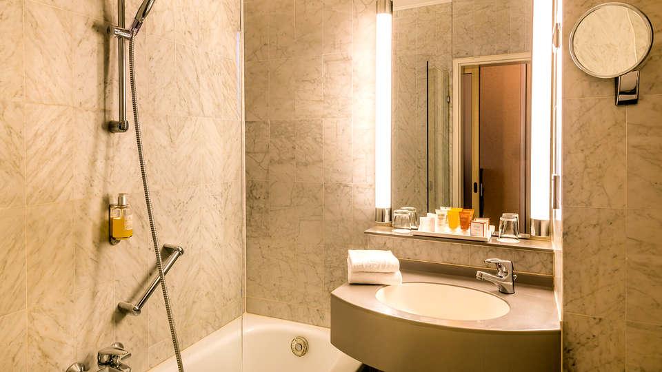 Hotel Saint-Nicolas & Spa - Edit_Bathroom3.jpg