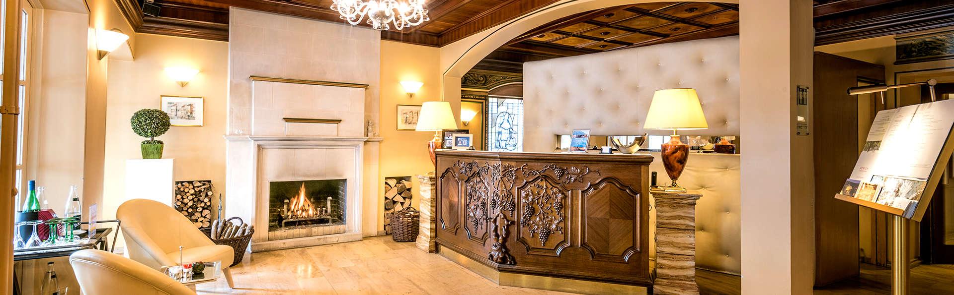 Hotel Saint-Nicolas & Spa - Edit_Reception.jpg