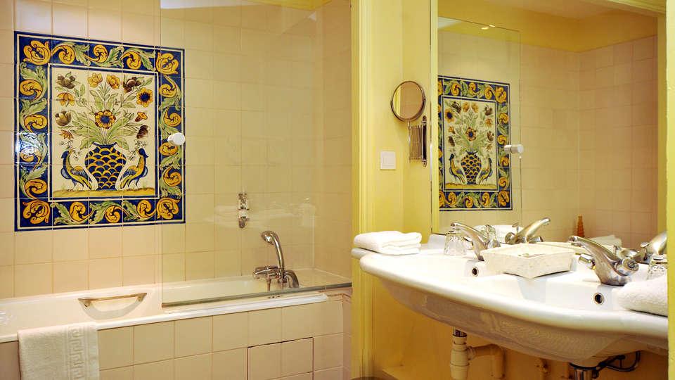Château d'Etoges  - Edit_Bathroom.jpg
