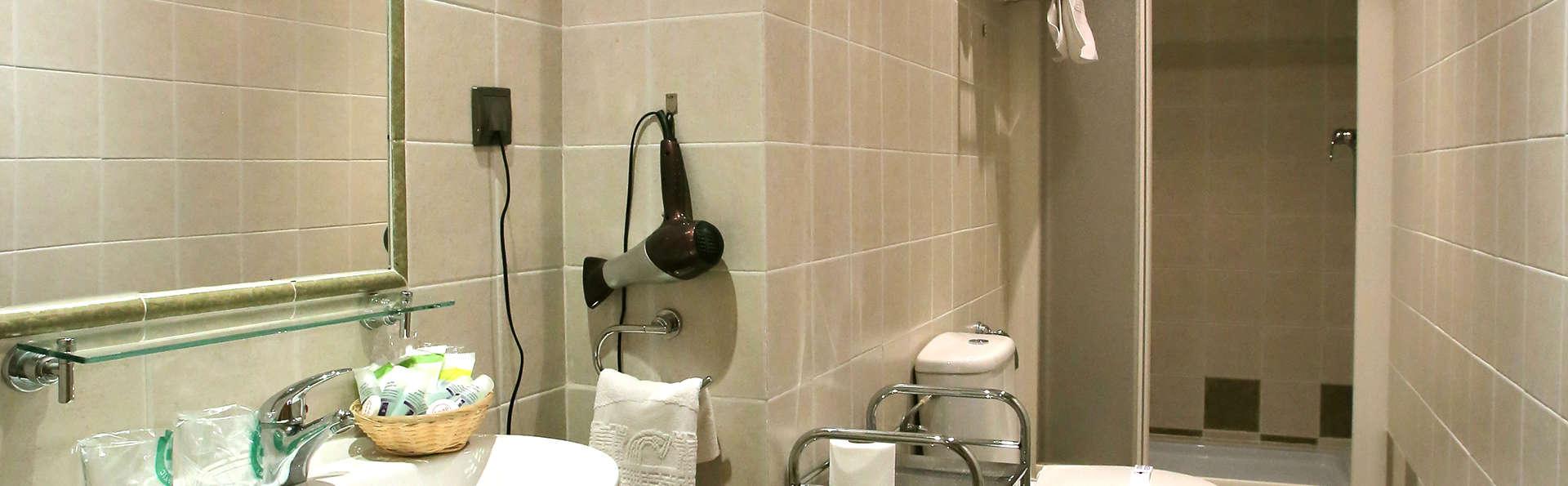 Hotel Castillo Bonavía - EDIT_NEW_Bathroom.jpg