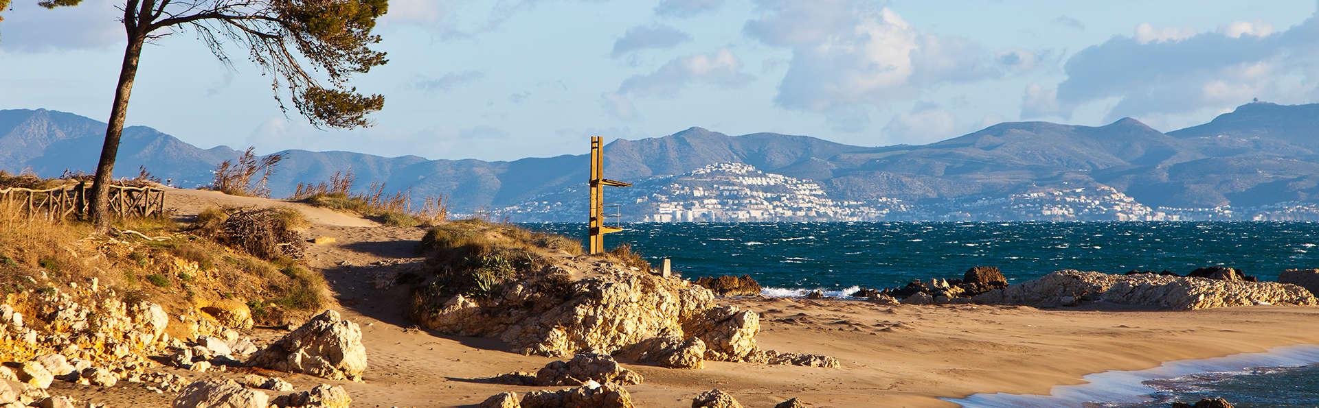 Relax total con pensión completa a primera línea de mar, en L'Escala