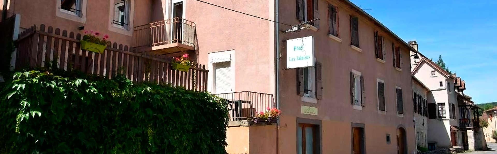 Hôtel Restaurant Les Falaises - edit_front1.jpg