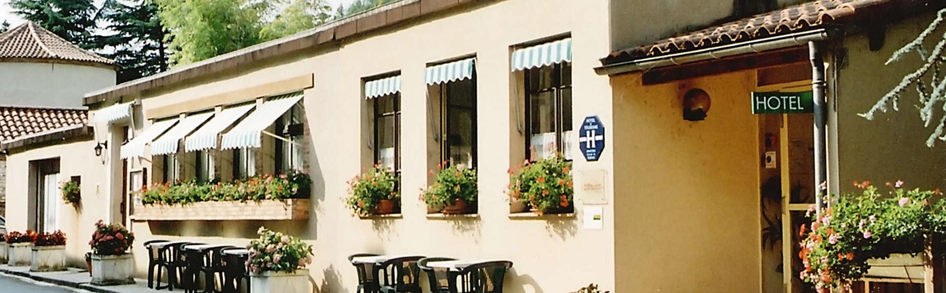 Hôtel Restaurant Les Falaises - edit_front2.jpg