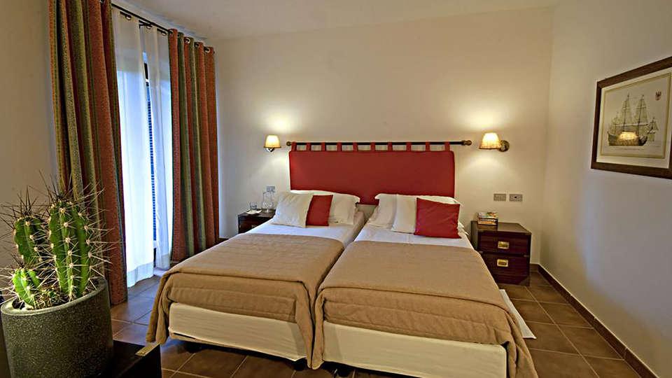 Hotel Le Ginestre - Edit_Room2.jpg