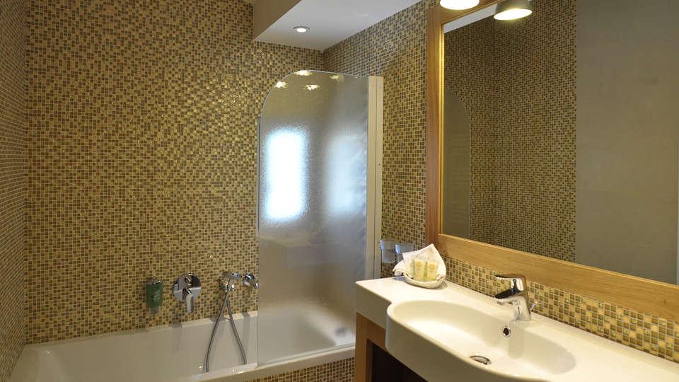 Best Western Plus Montfleuri - Edit_Bathroom.jpg