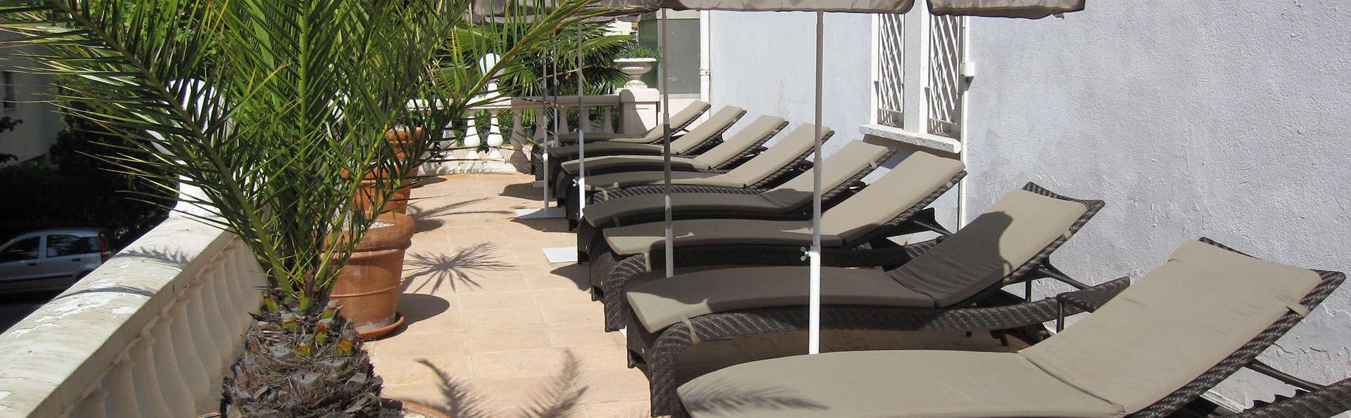 Le Cannes Palace - Edit_Terrace.jpg