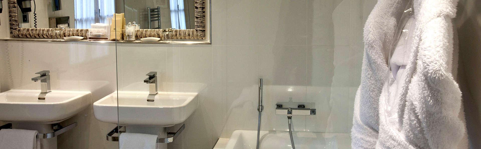 Le Prieuré - Villeneuve les Avignon - Edit_Bathroom3.jpg