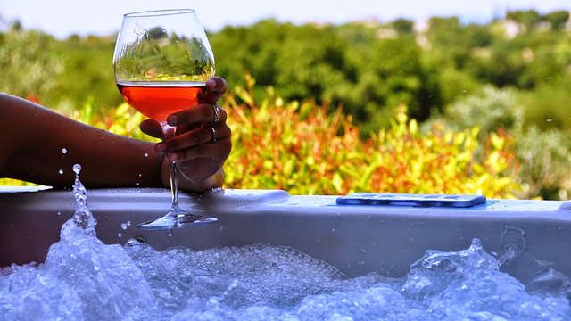 Week end romantique avec bain à remous privatif en Provence