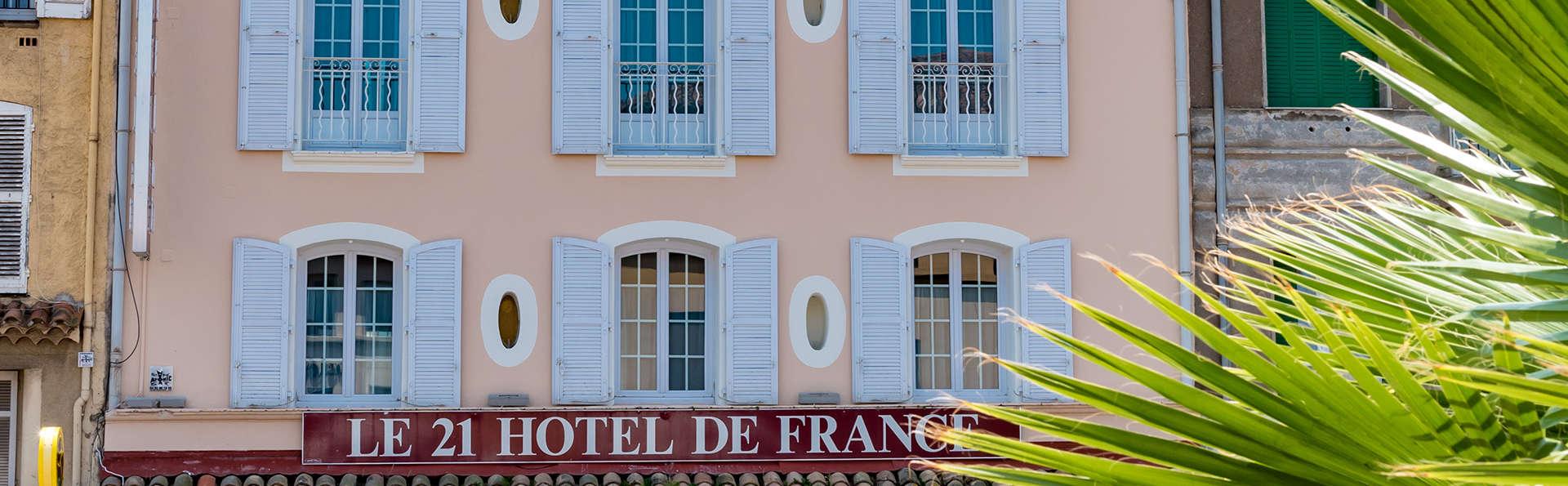 Hôtel Le 21 - Edit_Front2.jpg