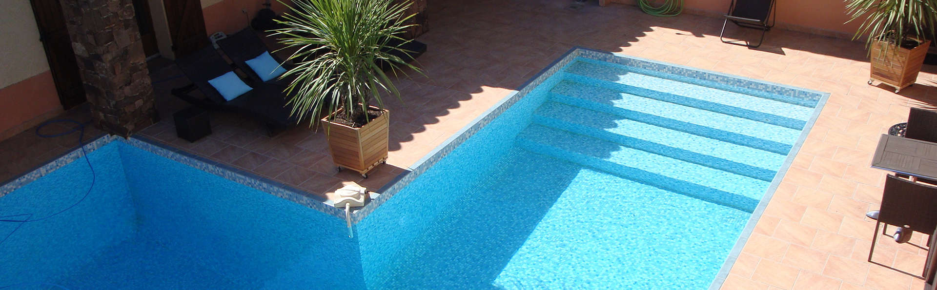 Le Patio Bleu - Edit_Pool.jpg