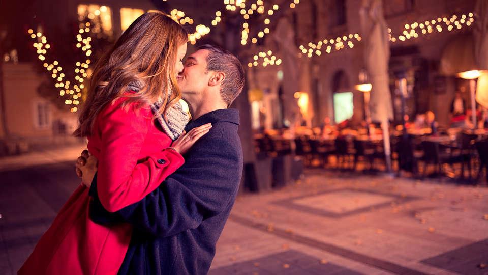 Pillows City Hotel Brussels Centre  - edit_romantic_couple.jpg