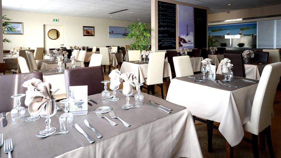 Le Sainte Mère - Edit_Restaurant2.jpg