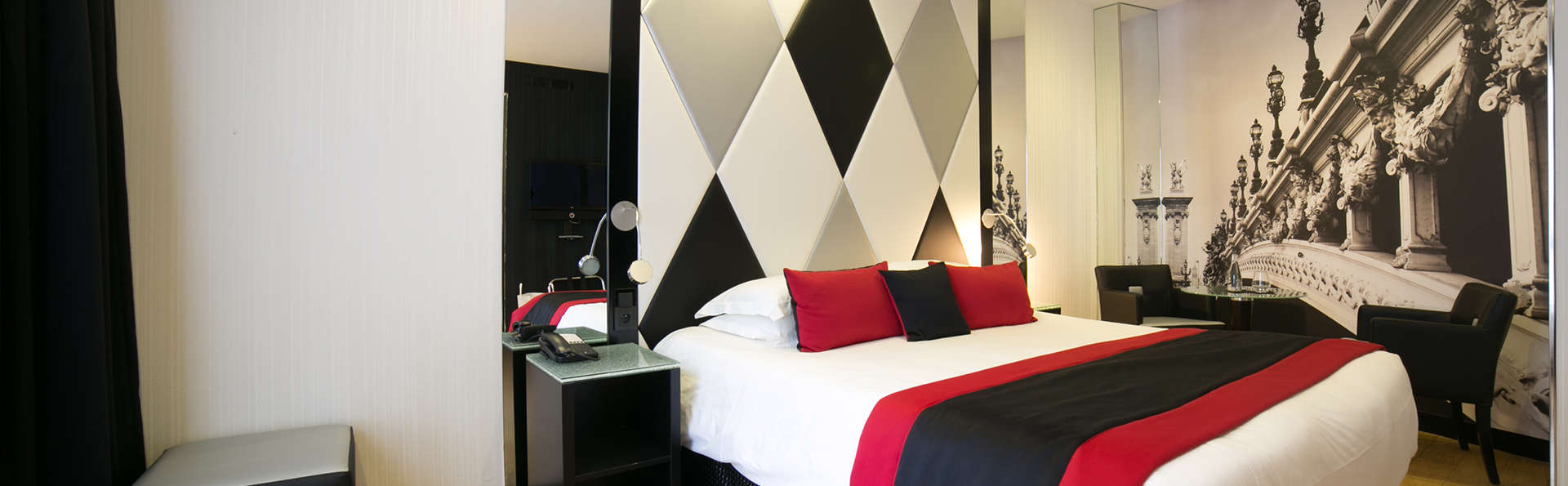 L'Empire Paris - Edit_Room3.jpg